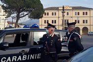 Una patrulla vigila las calles desiertas de Vo' Euganeo (Italia)