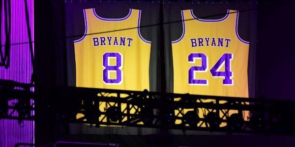 Las dos camisetas retiradas por los Lakers.
