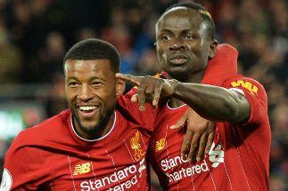 El Liverpool sale airoso de sus problemas ante el débil West Ham