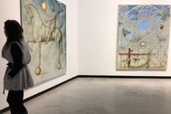 Dos de los lienzos que cuelgan de las paredes del C3A de Córdoba.