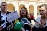 Vicent Sales y Begoña Carrasco, durante su comparecencia en la plaza Mayor de Castellón.