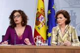 La ministra de Hacienda y portavoz del Ejecutivo, María Jesús Montero, y la vicepresidenta primera del Gobierno, Carmen Calvo.