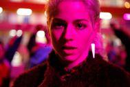 Decidida a dejar atrás su pasado tras una adopción complicada, Ema (Mariana di Girolamo) saca a relucir su lado más salvaje junto a su grupo de amigas. Sexo en grupo, bailes al ritmo de reguetón y mucha música son el curioso cóctel que ofrece este controvertido drama chileno.