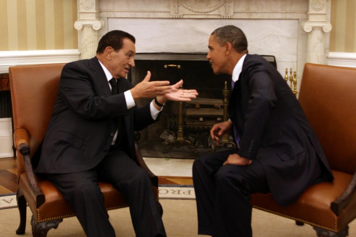 Hosni Mubarak habla con Barack Obama en la Casa Blanca en 2010.