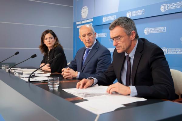 Jonan Fernández, Josu Erkoreka y Beatriz Artolazabal.