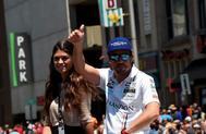 Fernando Alonso y su novia, Linda Morselli, en Indianápolis 2017.