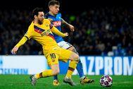 Messi, ante Di Lorenzo en San Paolo.