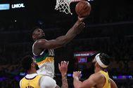Zion, ante los Lakers.