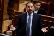 José Luis Ábalos, durante su intervención en la sesión de control al Gobierno.