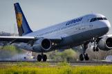 Lufthansa deja de contratar y da permisos sin sueldo