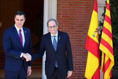 Pedro Sánchez y Quim Torra posan en La Moncloa este miércoles antes de reunirse.