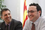 Álvaro García, a la derecha de la imagen, en una rueda de prensa celebrada en Barcelona en 2014.