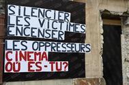 Carteles contra Polanski en la sede de la Academia Francesa.