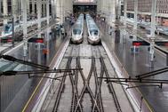 Trenes AVE en la estación Puerta de Atocha.
