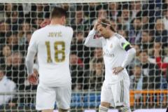 Sergio Ramos y Jovic, durante el partido ante el City.