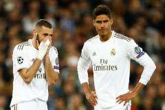 Benzema y Varane, durante el partido ante el City.