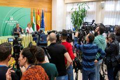 El director general de Salud Pública, José María de Torres, y la portavoz del Grupo de Seguimiento Alerta por el nuevo Coronavirus, Inmaculada Salcedo