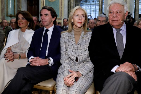Aznar y González, con sus esposas, Ana Botella y Mar García Vaquero, respectivamente.