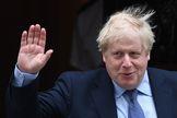 El 'premier' Boris Johnson sale del 10 de Downing Street.
