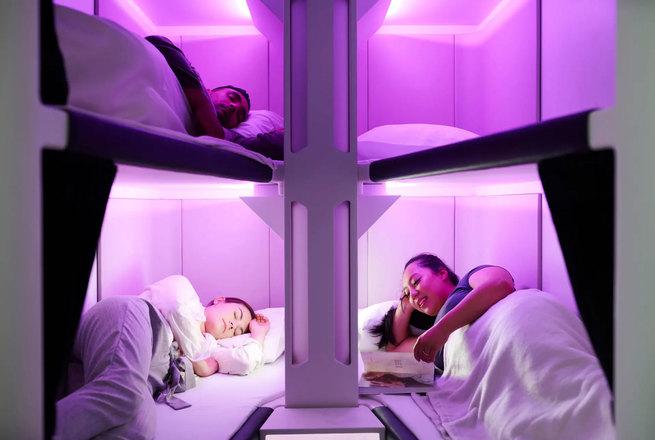 Una clase turista con literas para los pasajeros, la última novedad en al aire