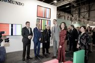 Los Reyes visitan el 'stand' de El Mundo en Arco, diseñado por Cruz Novillo.