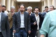Pablo Iglesias, en los pasillos del Senado antes de la sesión de control al Gobierno.