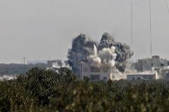 Bombardeos de fuerzas aliadas de Asad en las afueras de Idlib el 25 de febrero.