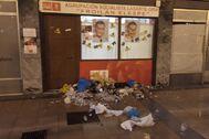 Fachada del exterior de la sede del PSE-EE en Lasarte tras el ataque sufrido por simpatizantes de Ernai.