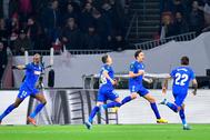 Jaime Mata celebra con sus compañeros el primer gol del Getafe.