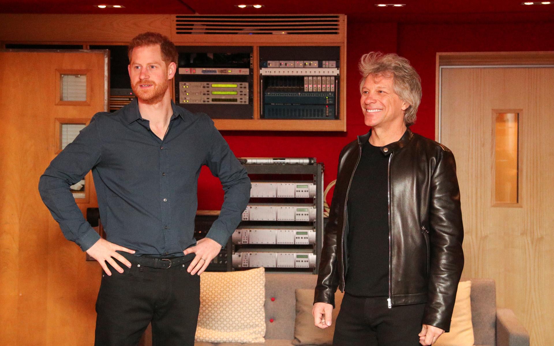 Harry, y el cantante Jon Bon Jovi, con quien ha granado una canción solidaria para los Invictus Game.