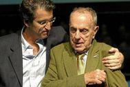 Feijóo, junto a Fraga, el día en el que le relevó en el PP gallego.