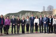 Pedro Sánchez, junto a sus ministros y la presidenta de La Rioja, Concha Andreu, en Logroño.