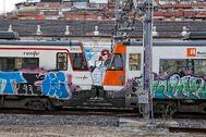 Grafitis en trenes de Cercanías.