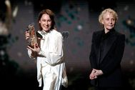 Paris (France), 28/02/2020.- Emmanuelle Bercot (L) flanked by Claire Denis holds the Best Director Award on behalf of Roman lt;HIT gt;Polanski lt;/HIT gt; (not pictured) during the 45th annual Cesar awards ceremony held at the Salle Pleyel concert hall in Paris, France, 28 February 2020. (Francia) EPA/