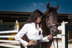 Lea Vicens, la rejoneadora 'estrella' de Simón Casas