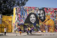 Fans gather around a mural of late NBA great lt;HIT gt;Kobe lt;/HIT gt; lt;HIT gt;Bryant lt;/HIT gt; and his daughter Gianna lt;HIT gt;Bryant lt;/HIT gt; during a public memorial for them and seven others killed in a helicopter crash, at the Staples Center in Los Angeles