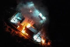Grecia  carga contra refugiados  en la frontera  y queman un centro de inmigrantes en Lesbos