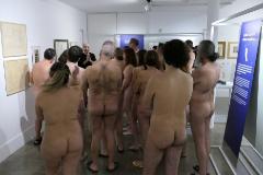 Sin ropa en el museo: la primera visita nudista de España