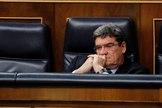 José Luis Escrivá, ministro de Inclusión, Seguridad Social y Migraciones, en el pleno del Congreso.