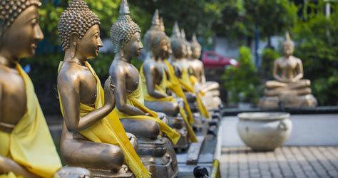 Estatuas de Buda en el templo Seema Malaka, Colombo.