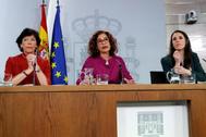 Isabel Celaá, María Jesús Montero e Irene Montero, en rueda de prensa tras el Consejo de Ministros.