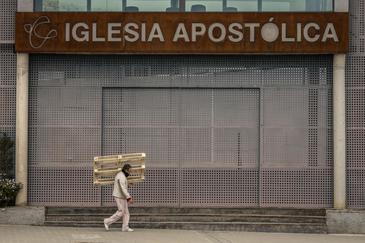 """Una iglesia de Leganés, foco de contagios: """"Aquí nos besamos y nos abrazamos todos"""""""