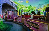 Vagones de la nueva atracción de Mickey y Minnie.