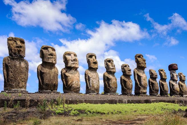 Indignación por un turista que estrella su camioneta contra un moai de Isla de Pascua