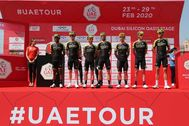 IT gt; Scott team of Australia pose on podium before the first stage of the UAE Tour 2020 cycling race in Gulf emirate of Dubai, United Arab Emirates, 23 February 2020. The 148 KM of first stage of the UAE Tour 2020 cycling race is starting from the Pointe at manmade Palm Jumeirah Island and ending at Dubai Silicon Oasis. (Ciclismo, Emiratos Árabes Unidos) EPA/