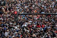 Aglomeración de gente en la primera mascletà de las Fallas 2020, celebrada el pasado domingo.