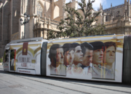 Las figuras del toreo 'viajan' en tranvía por el centro de Sevilla