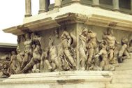 Friso del altar de Pérgamo, monumento a Zeus, mandado construir por Eumenes II.