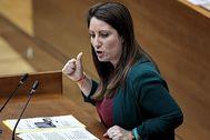 La portavoz de Vox en las Cortes, Ana Vega, ayer en la sesión de control al presidente de la Generalitat.