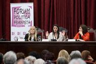 La ministra de Igualdad, Irene Montero (en el centro), este jueves, en un foro sobre política feminista, en Sevilla.